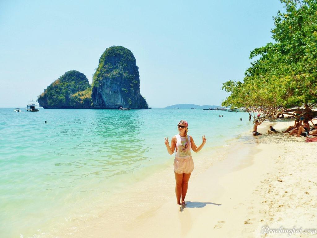Reachinghot travel blogger visiting Railay beach in Thailand