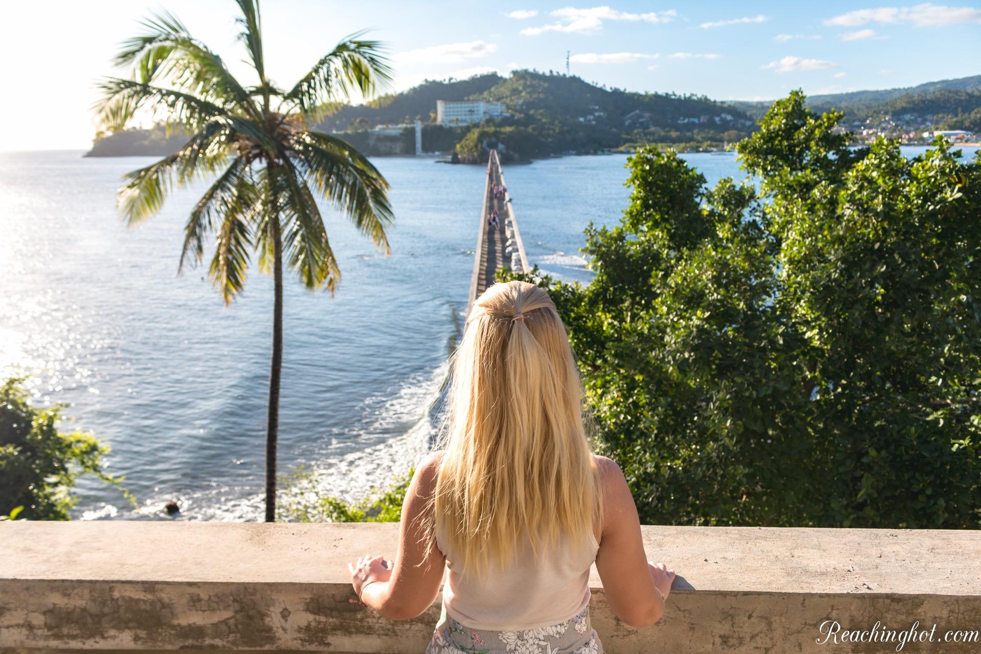 Reachinghot travelblogger at Samaná bridge in Dominican Republic