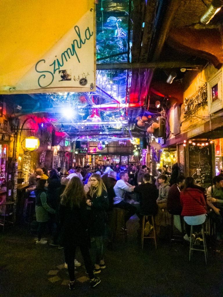 Ruin bar Szimpla Kert in Budapest